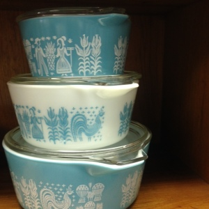 Pyrex - Turquoise Amish Butterprint