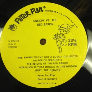 Snoopy vs Red Baron Album Close Up