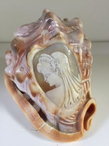 Vintage Shell with Cameo
