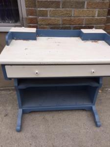 desk-blue-white-2