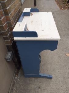 desk-blue-white-5