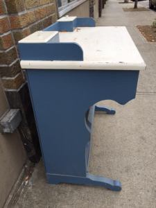 desk-blue-white-6