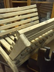 magazine-rack-wood-slats-3