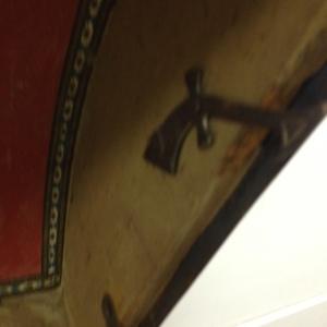 trunk-antique-inside-mechanism