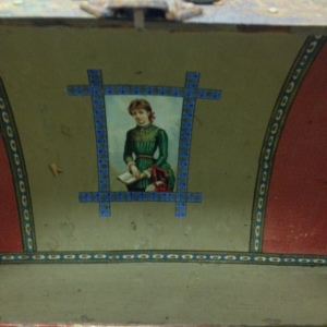 trunk-antique-inside-showing-colors