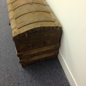 trunk-antique-side