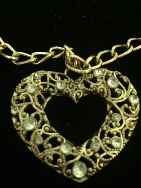 Wonderful Vintage Heart & Rhinestone Necklace